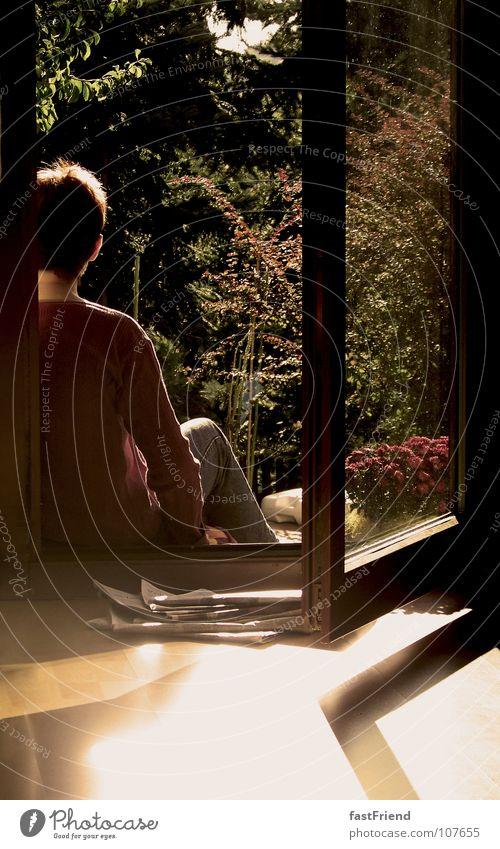 RAUS aus dem HAUS Frau Sonne Blume ruhig Erholung Fenster Garten Glas Tür sitzen Pause Zeitung Gelassenheit Langeweile Terrasse bequem