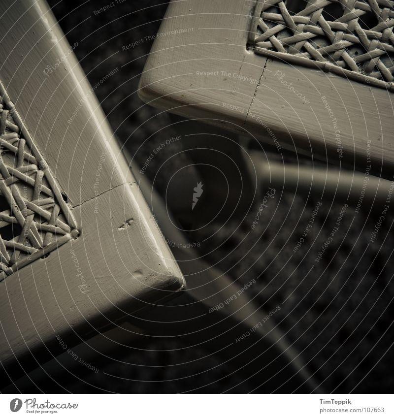 Setzen! dunkel Stuhl Bodenbelag Häusliches Leben Möbel Handwerk hocken streben binden hinsetzen Bestuhlung Korbstuhl