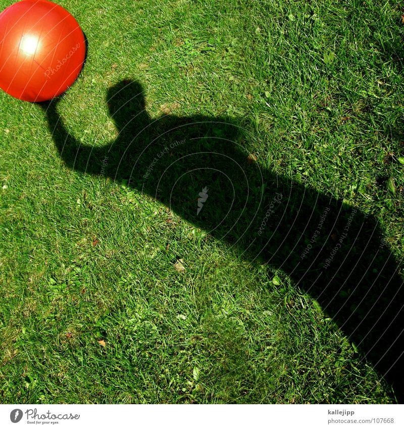 schattenweltmeister Sonne rot Spielen träumen liegen Erde Rasen Vergangenheit fahren Ball Kugel Tor Surrealismus Gott werfen Planet