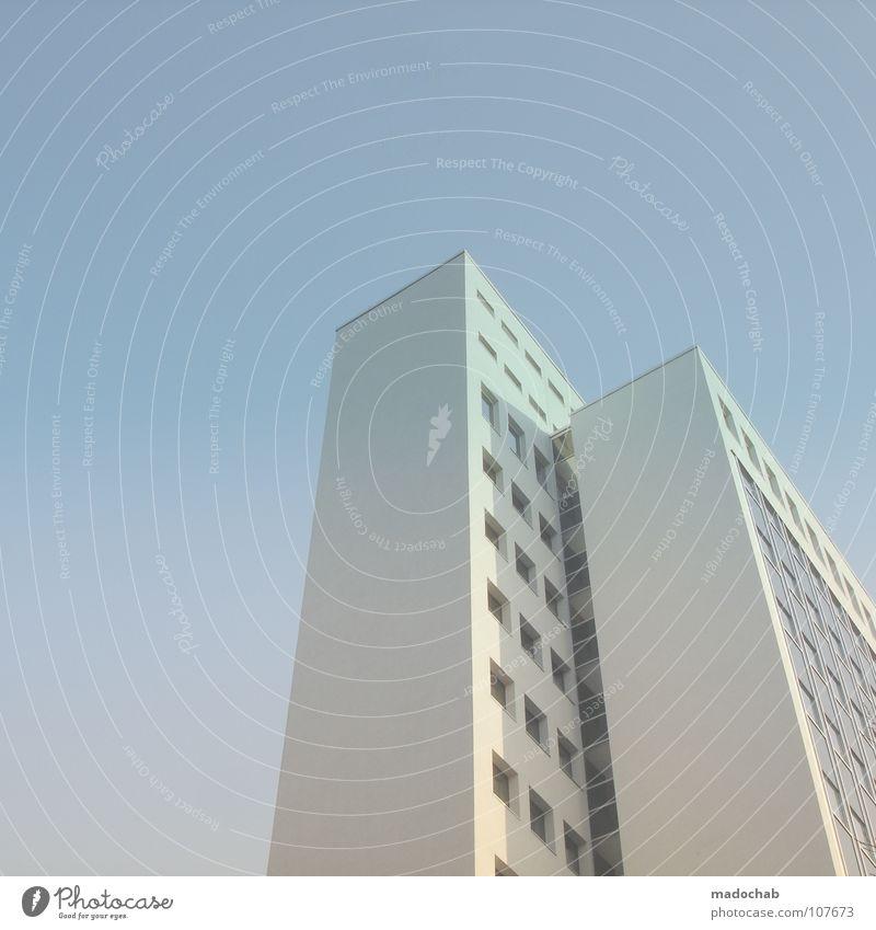 7 TENDER LOVE Himmel blau Stadt Haus Leben Gefühle Architektur Gebäude Fassade Beton hoch Hochhaus groß Macht Häusliches Leben weich
