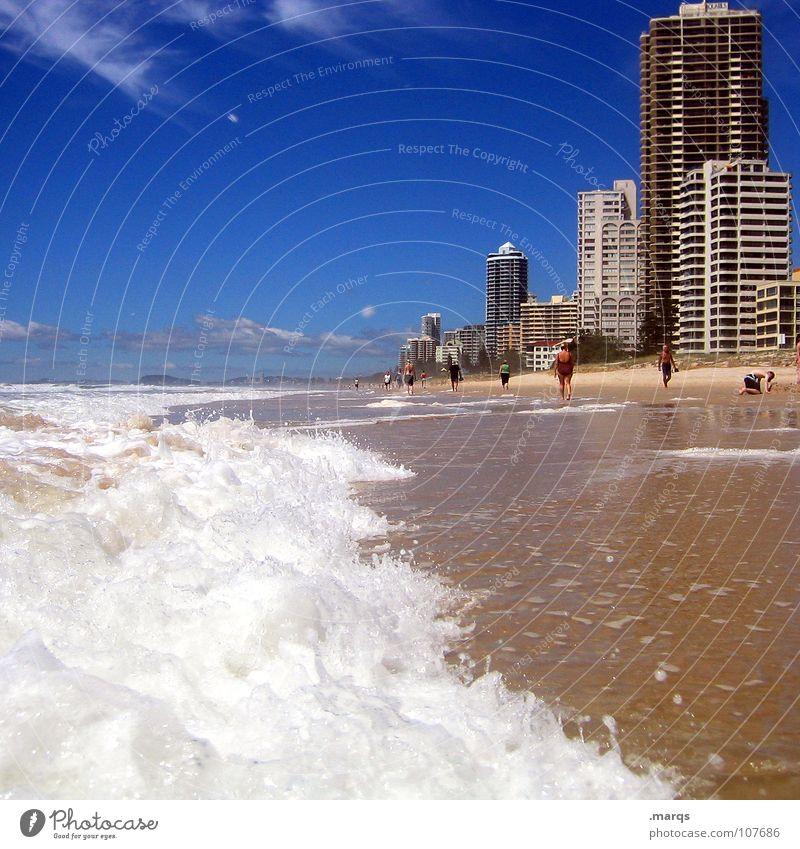 Whitecaps Farbfoto Außenaufnahme Textfreiraum oben Freude Erholung Ferien & Urlaub & Reisen Ferne Sommer Strand Meer Wellen Haus Sand Wasser Wärme Küste