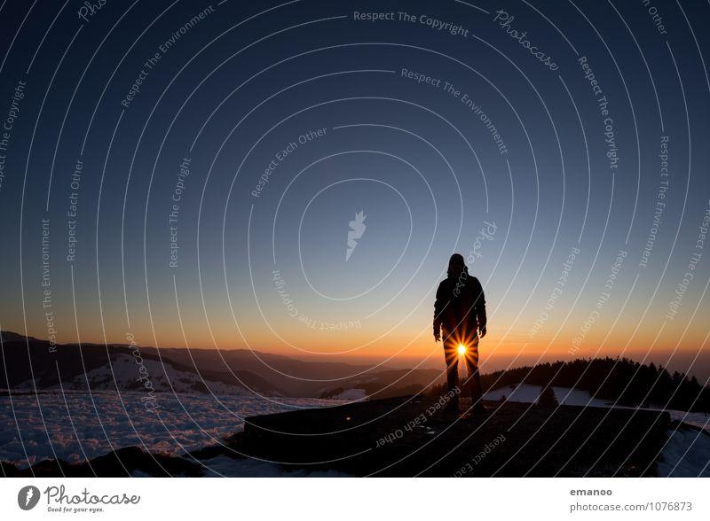 Sonne im Schritt Mensch Himmel Ferien & Urlaub & Reisen Mann Freude Winter Ferne Erwachsene Berge u. Gebirge Gefühle Schnee Freiheit Lifestyle Horizont Eis