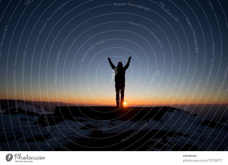Abendfreude Mensch Himmel Natur Ferien & Urlaub & Reisen Mann Landschaft Freude Ferne Winter Erwachsene Berge u. Gebirge Stil Lifestyle Freiheit Horizont Eis