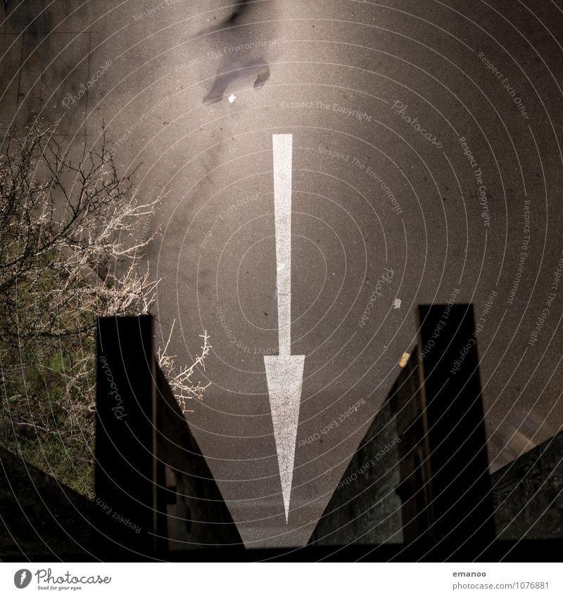 doch nicht Mensch Mann Erwachsene 1 Haus Parkhaus Bauwerk Gebäude Architektur Verkehr Verkehrswege Straßenverkehr Autofahren Fußgänger Wegkreuzung Fahrzeug PKW