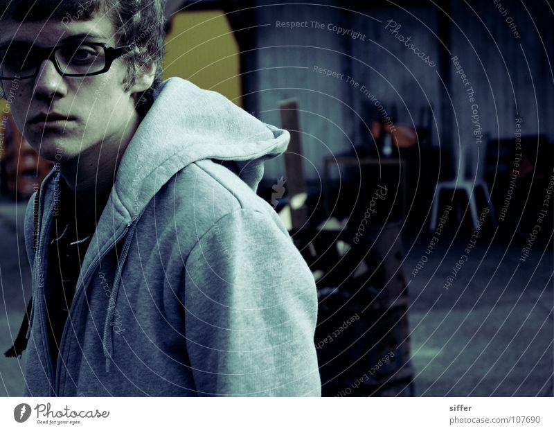 """""""people with strange minds"""" (project with accela) Mann Jugendliche blau Einsamkeit schwarz Farbe grau Traurigkeit blond laufen Aktion kaputt Coolness trist Brille Stuhl"""