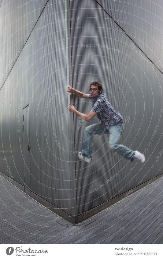 Michael Mensch Jugendliche Mann Stadt Junger Mann Freude 18-30 Jahre Erwachsene Leben Wand Architektur Stil Gebäude Sport Mauer Freiheit