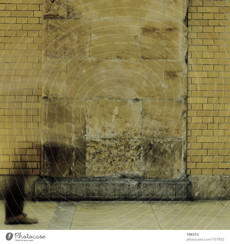 BERLIN HOUSE* Geister u. Gespenster old-school alt gebraucht Erholung suspekt falsch kopflos verloren Wand dreckig Stadt stehen Fälschung vorwärts schrittweise