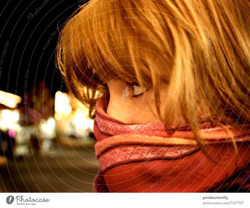 Secret Agent Miauuu Frau Porträt rothaarig Schal Sehnsucht rosa gelb kalt frieren schön Freundlichkeit Imbiss verpackt verdeckt geheimnisvoll Jugendliche Batzi