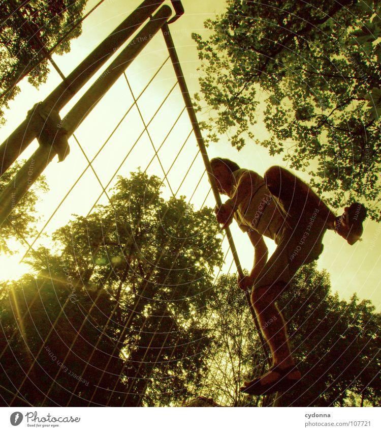 Einmal Luftlinie, bitte! IV Mensch Mann Natur grün Sonne Einsamkeit Wiese Wand oben Junge Wege & Pfade Garten springen Park Arbeit & Erwerbstätigkeit Kraft