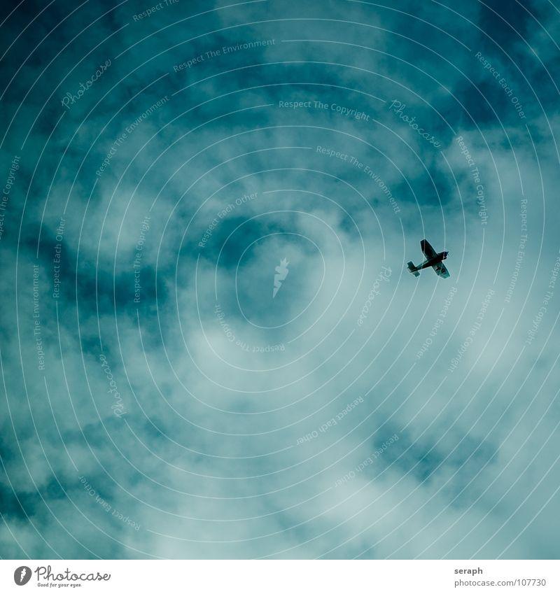 Propellerflugzeug Flugzeug Düsenflugzeug transport Verkehr Luftverkehr Luftraum fliegen Himmel Freiheit frei Freiraum fliegend Silhouette