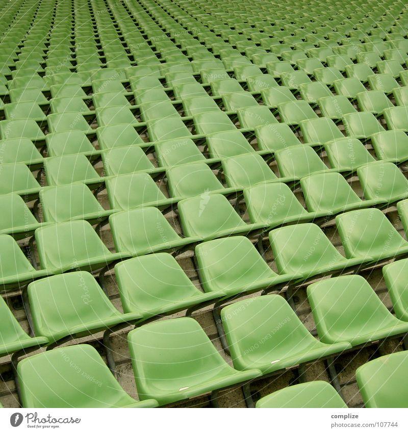 seat open 01 grün Einsamkeit Sport Spielen Bewegung Wege & Pfade Fußball leer Perspektive mehrere Bank stehen Sofa beobachten Unendlichkeit Statue
