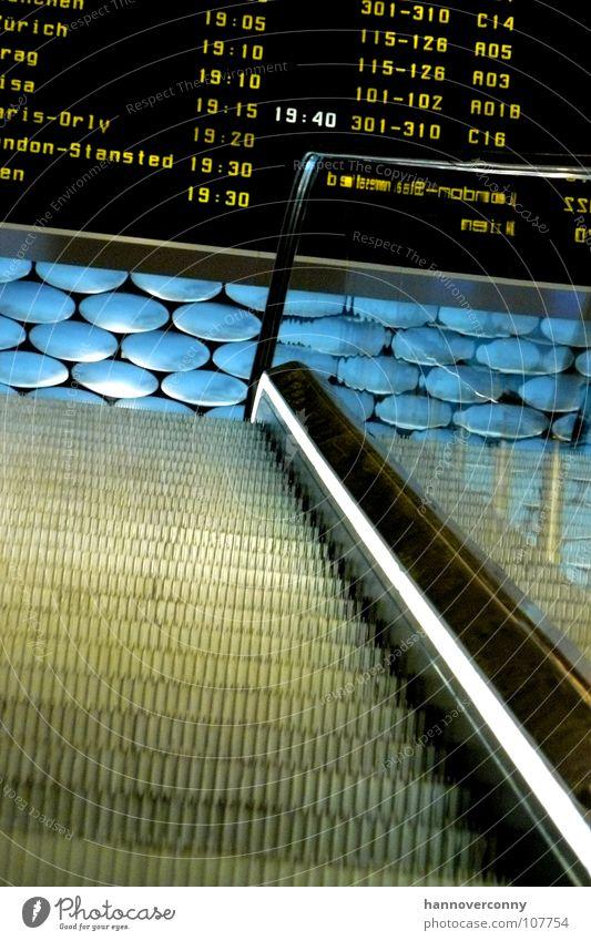 Stairway to the sky Flugzeug Luftverkehr Paris Flughafen London Erwartung Decke Anzeige Abheben Ankunft Rolltreppe Abflughalle