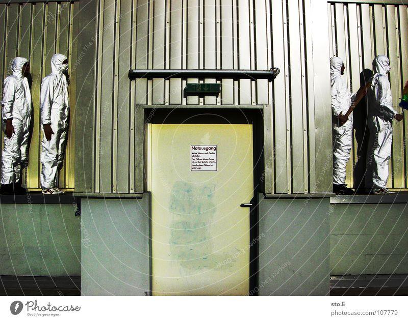 100 | fließbandbewaffnung Kerl 2 Aktion Anzug weiß Sicherheit Schutzanzug Arbeitsbekleidung Maske Schutzmaske Atemschutzmaske Reinigen Raumpfleger Haus Gebäude