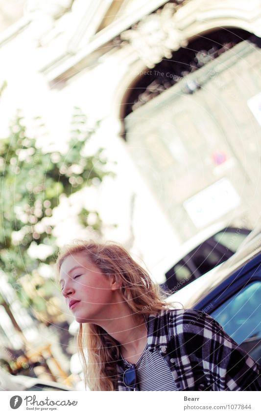 Porträt in Portugal Mensch Kind Ferien & Urlaub & Reisen Jugendliche ruhig Haus Wärme Leben feminin natürlich Glück Freiheit Kopf träumen Zufriedenheit Kraft