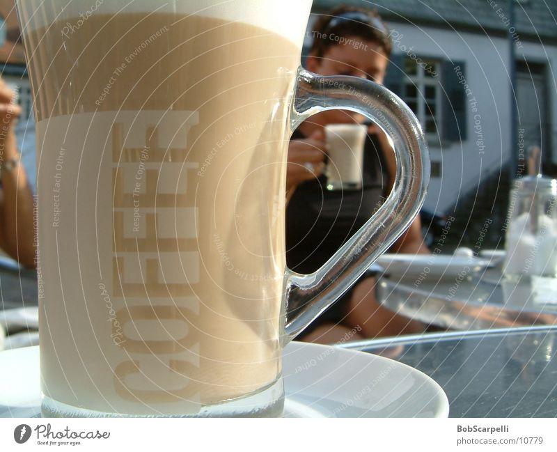 Coffeecup Frau Glas rund Getränk Kaffee trinken Tasse Kaffeetasse Kaffeetrinken Kaffeepause Tragegriff Milchkaffee Kaffeeschaum