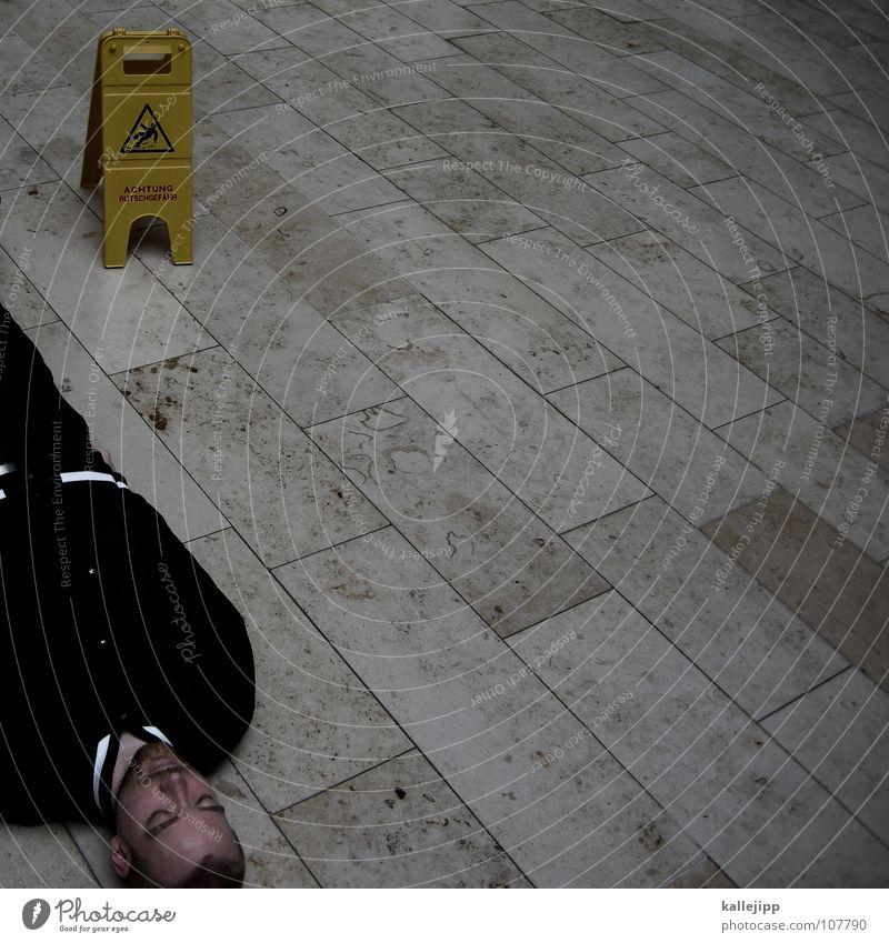 slippery when wet Glätte Rutschgefahr ohnmächtig Wischen feucht fallen orientierungslos Orientierung dumm Warnschild Unfall Notarzt Bodenbelag Jacke Mann