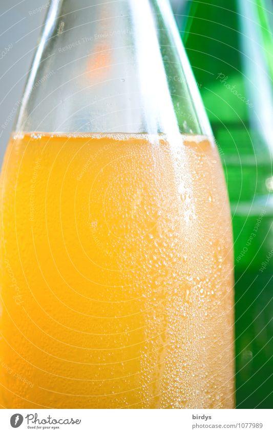 Appelsaft naturtrüb grün weiß kalt gelb frisch Getränk rein lecker positiv Flasche saftig Durst Erfrischungsgetränk Saft selbstgemacht
