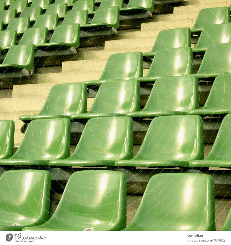 seat open_02 grün Einsamkeit Sport Bewegung Wege & Pfade Fußball hoch leer Perspektive Treppe mehrere Bank stehen Sofa beobachten Medien