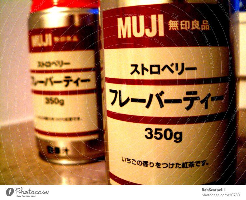 MUJI Dose Getränk Inhaltsangabe Schwache Tiefenschärfe 2 Schriftzeichen Japanisch Menschenleer Muji Nahaufnahme Detailaufnahme rund Getränkedose