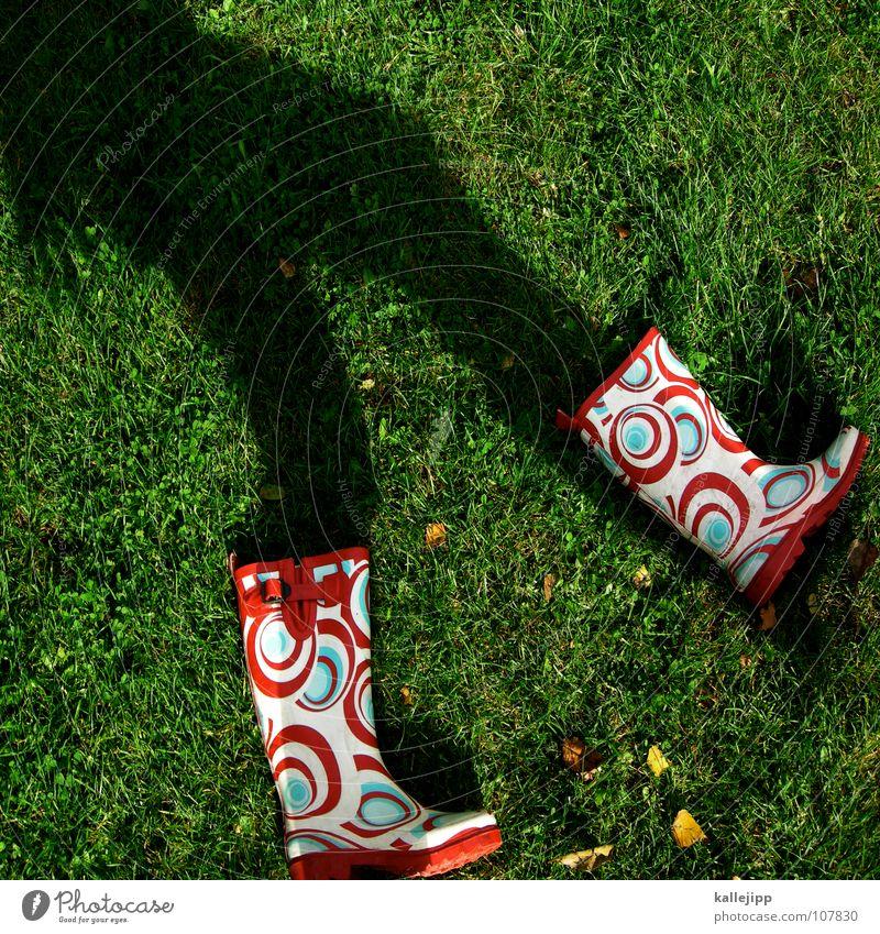 schattenläufer Meister marschieren gehen Gartenarbeit Arbeit & Erwerbstätigkeit Gummistiefel Muster wandern Schlauch Wasserschlauch sprengen gießen nass Gärtner