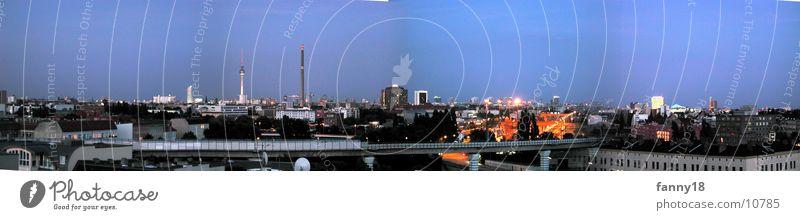 Berlin im Zwielicht blau Ferne oben groß Dämmerung Panorama (Bildformat) Alexanderplatz Potsdamer Platz