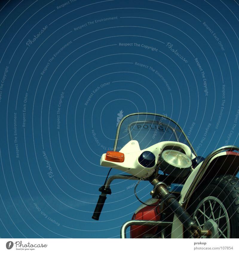 Easy Rider Motorrad Spielzeug KFZ bewegungslos Geschwindigkeit stagnierend träumen gefährlich Verkehrsdelikt Delikt Straftat Exekutive Warnleuchte Martinshorn