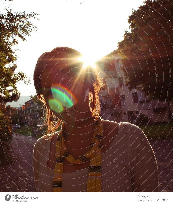 summer end Frau Sommer Gesicht Haus gelb Straße Herbst Wärme Beleuchtung Physik Strahlung Block Autobahnauffahrt