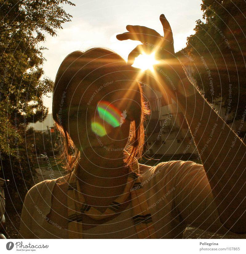 eingefangen Sommer Herbst Licht Physik Haus Frau Strahlung gelb Beleuchtung Autobahnauffahrt Block Wärme Gesicht bestrahlt schaal Straße Loch