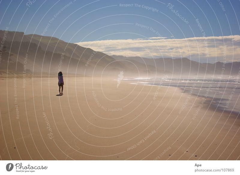 Sandy hot Strand Meer heiß Einsamkeit Wolken gehen Neuseeland Idylle ruhig Physik verloren Hügel Himmel Berge u. Gebirge Wasser blau laufen Mensch Wärme Nebel