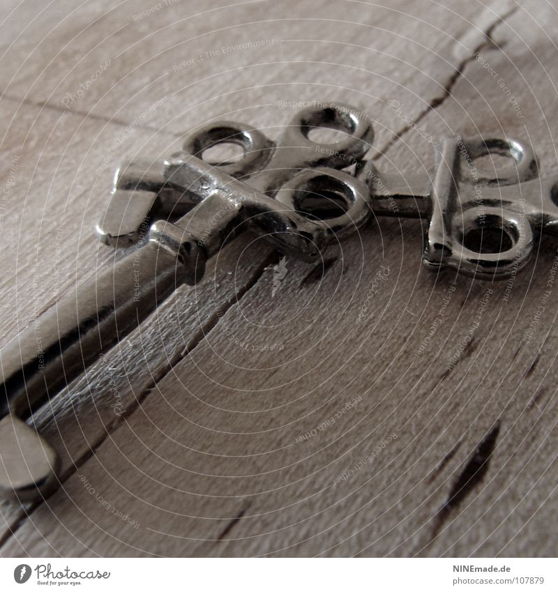 KeySecrets alt kalt Holz grau Metall Angst Sicherheit Schutz geheimnisvoll gruselig Neugier Burg oder Schloss Dienstleistungsgewerbe silber Holzbrett Schlüssel