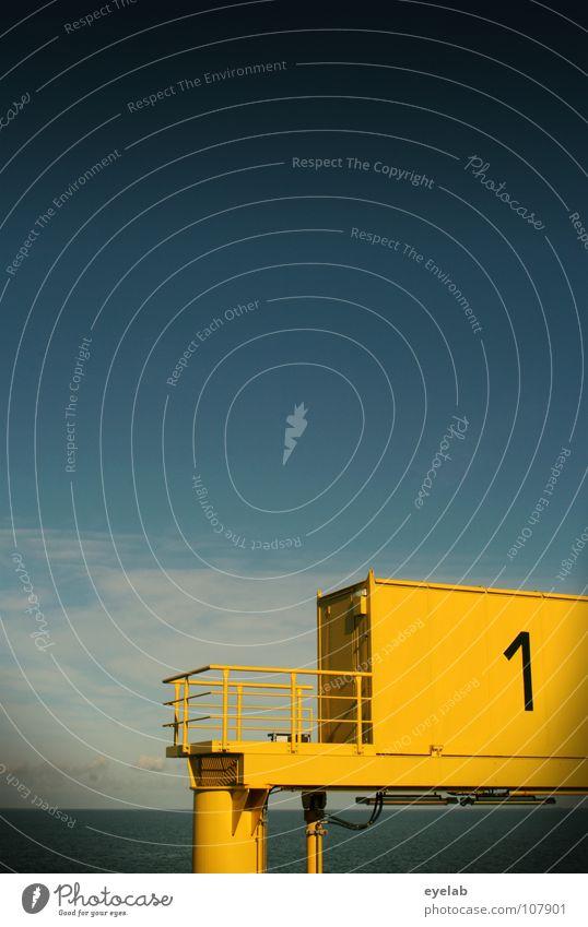 Raumkreuzerstartrampe 1 Ziffern & Zahlen Typographie Stahl gelb See Meer Wellen Wolken Anlegestelle Sicherheit Maschine Fähre Festmacher Dalben Hafen