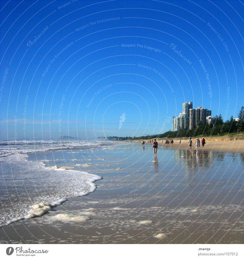Vanishing Point Strand Meer Wellen Brandung Küste Fluchtpunkt nass feucht heiß Physik Ozonloch Surfer Schaum Gischt Hochhaus Haus Spaziergang genießen sprudelnd