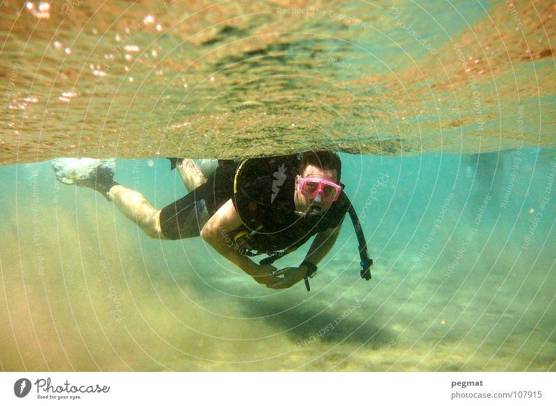 abtauchen Meer Schnorcheln Sommer Wellen Brille Oberfläche Extremsport Schifffahrt Rotes Meer tiefenrausch Sonne Sand meerespiegel open water diver Schwimmhilfe