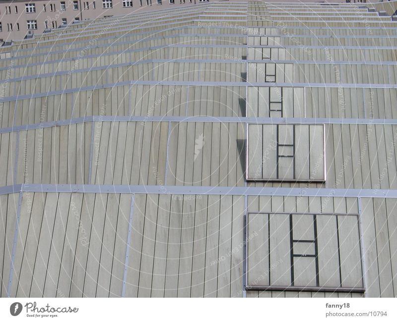 Über den Dächern von Berlin Sommer oben Verkehr Dach hintereinander