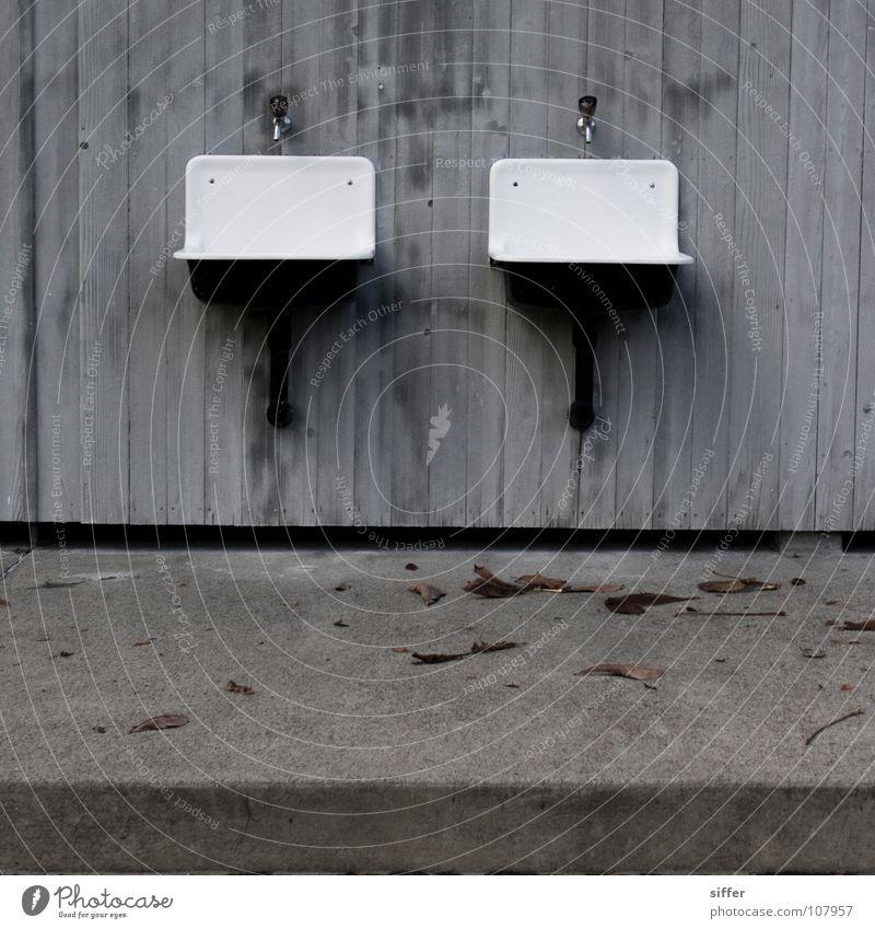 Zwillinge Herbst Saisonende Quadrat grau Waschbecken Holzwand Schwimmbad weiß Beton Vergänglichkeit leer verfallen Industrie Marzili Q. Wasser Kanton Bern