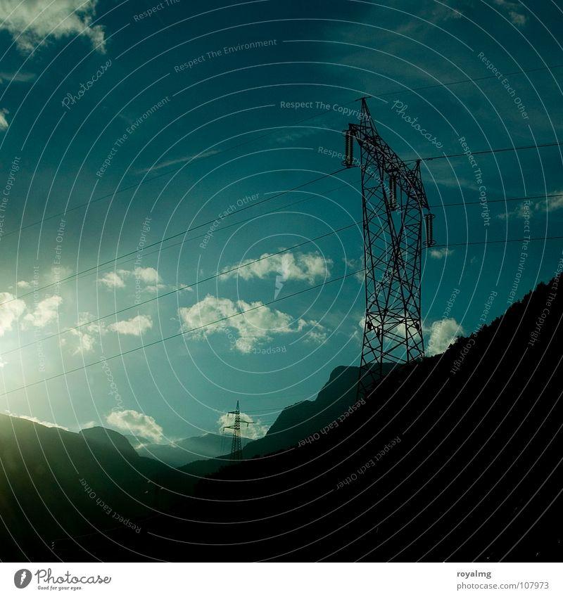 high voltage Elektrizität Hochspannungsleitung weiß Wolken Strommast schwarz Industrie Kraft Leitung blau Berge u. Gebirge Sonne Energiewirtschaft Himmel