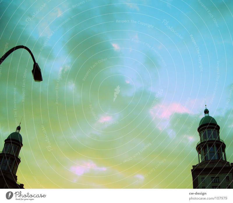 IN BETWEEN schwarz dunkel Verlauf Frankfurter Tor Frankfurter Allee Laterne Wolken Sightseeing Fernsehen Kunst interessant Wahrzeichen Symbole & Metaphern krumm