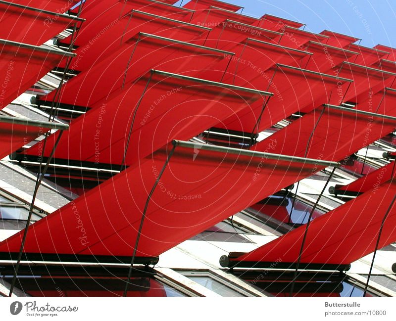 Markise2 rot Haus Farbe Fassade obskur Wetterschutz Schutz