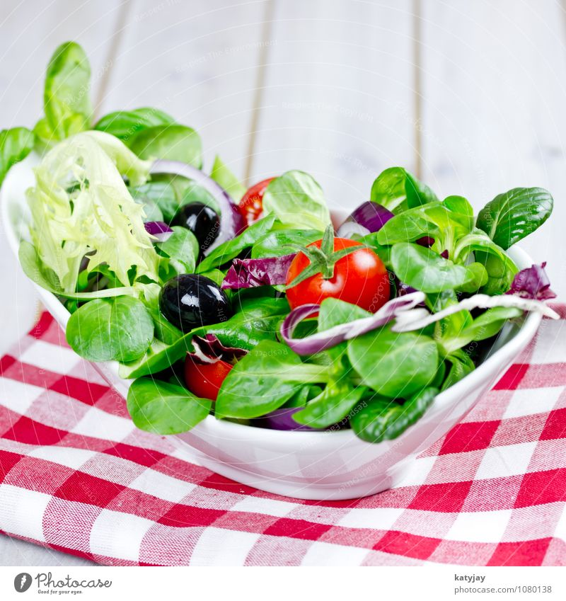 Salat Feldsalat pflücksalat Salatbeilage Tomate Blattsalat Vorspeise Kräuter & Gewürze Olivenöl Mahlzeit Diät frisch Vitamin knackig Vegetarische Ernährung