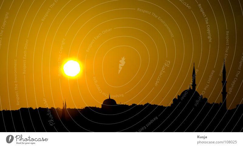Konstantinopel Stadt Istanbul Sonnenuntergang Moschee Religion & Glaube Islam gelb schwarz rund Gotteshäuser Himmel Turm alt Kusja