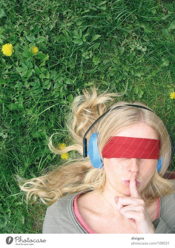 Hörspielsommer grün rot Sommer ruhig Wiese Gefühle Haare & Frisuren Mund blond Finger Ohr hören Löwenzahn Kopfhörer Verbundenheit Genauigkeit