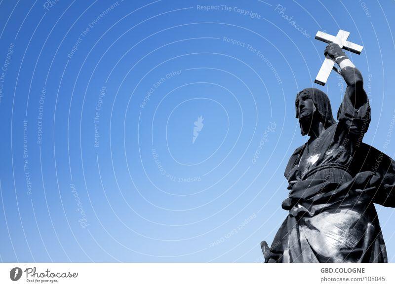 schwarz geärgert... Himmel blau Berlin Religion & Glaube Kunst Rücken dreckig Glaube historisch Schönes Wetter Denkmal Statue Verfall Wahrzeichen Gott Sehenswürdigkeit