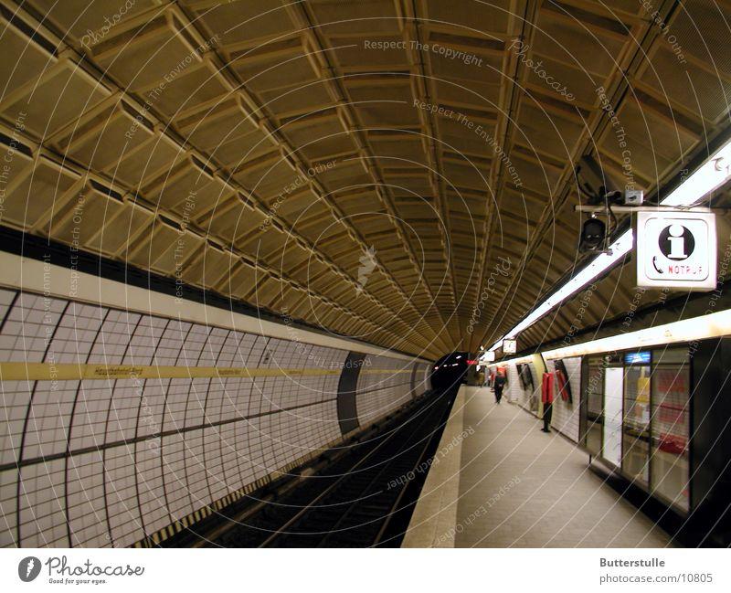 Tunnelblick Architektur Hamburg Perspektive Tunnel U-Bahn Bahnhof unterwegs