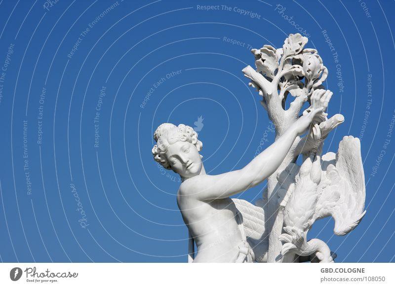 versteinerte Geflügelpest? Himmel blau Sommer Berlin Schönes Wetter historisch Denkmal Wahrzeichen Weiblicher Akt Sightseeing Weltkulturerbe Brandenburg Potsdam