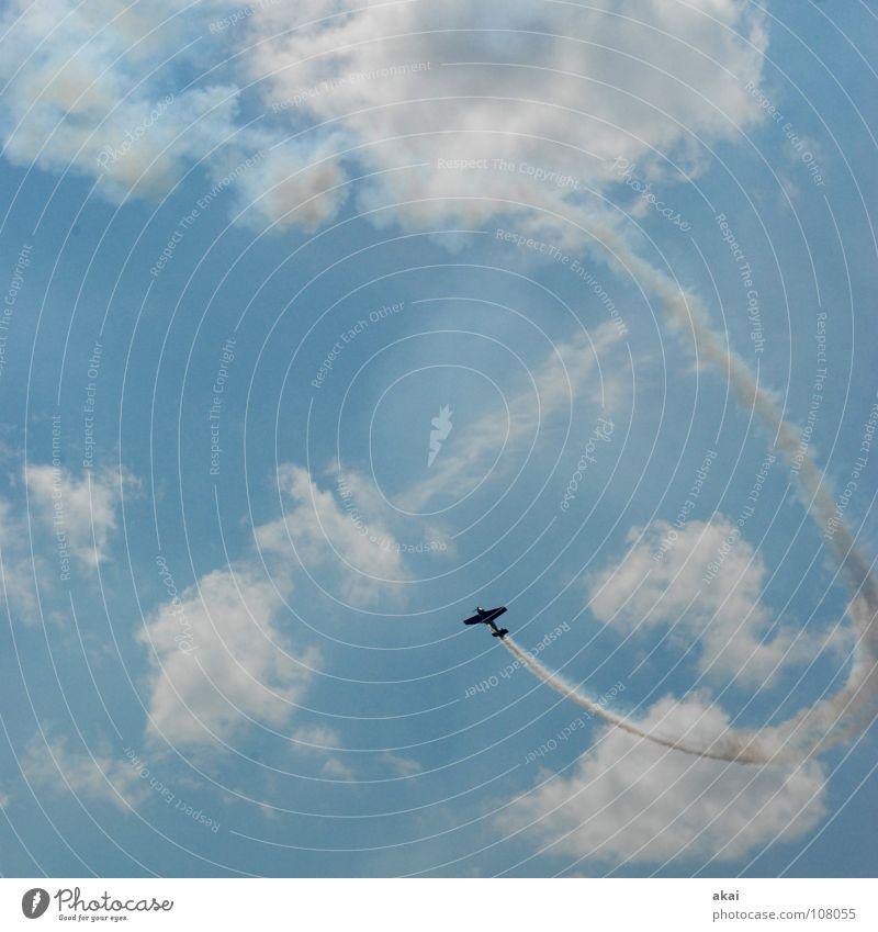 Fluggeil Himmel blau Freude Wolken Flugzeug Aktion Luftverkehr Flügel Konzentration Veranstaltung Rauch Sportveranstaltung 50 Klang Jubiläum krumm