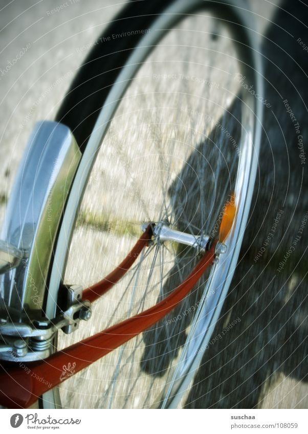 rad ab? fahren drehen Geschwindigkeit langsam Asphalt Schutzblech rot Freizeit & Hobby fahrad fahn lahm Speichen Straße Wege & Pfade