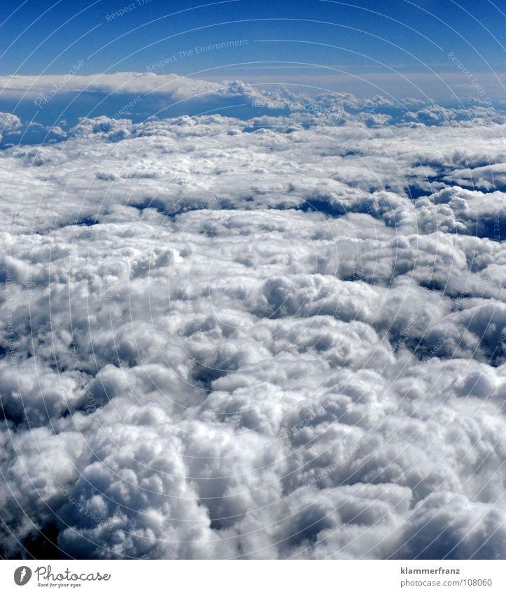 Bett ist gemacht... Himmel Ferien & Urlaub & Reisen blau weiß Erholung Einsamkeit Landschaft ruhig Wolken Ferne Fenster Wärme Hintergrundbild Freiheit Erde