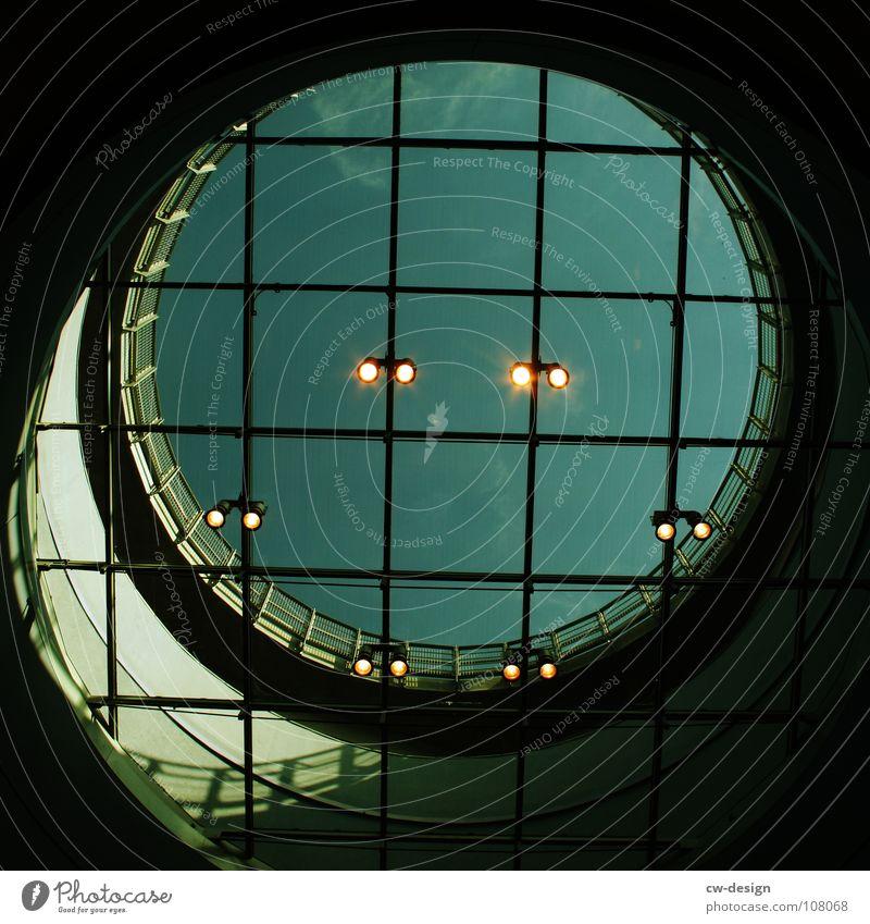 THREE-RING CIRCUS Architektur modern ästhetisch Kreis Quadrat Loch aufwärts Konstruktion Geometrie Scheinwerfer Symmetrie Raster graphisch Bildausschnitt kreisrund