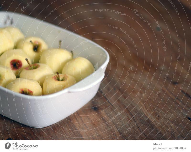 Bratapfel Gesunde Ernährung Speise Lebensmittel Ernährung süß Kochen & Garen & Backen lecker Apfel Bioprodukte Schalen & Schüsseln Diät Vegetarische Ernährung Holztisch Zutaten sauer Mahlzeit zubereiten