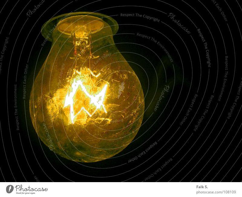 Leuchtkraft alt dunkel Wärme hell Lampe Beleuchtung Glas Angst Energiewirtschaft Warmherzigkeit Elektrizität Technik & Technologie Industrie Kabel Idee